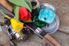 Aparejos de pesca con las flores de la primavera Imágenes de archivo libres de regalías