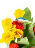 Aparejos de pesca con las flores de la primavera del ramo Fotografía de archivo