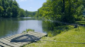 Aparejos de pesca en el río metrajes