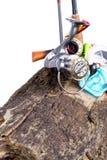 Aparejos de pesca y cebos de pesca en de madera Imágenes de archivo libres de regalías