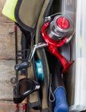 Aparejos de pesca y señuelos en bolso abierto Fotos de archivo libres de regalías