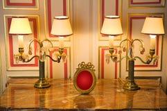 Aparelhador de mármore com lâmpadas clássicas fotografia de stock royalty free