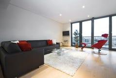 apartament na najwyższym piętrze żywy nowożytny pokój obrazy royalty free