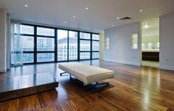 apartament na najwyższym piętrze żywy pokój obraz stock