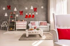 Apartamento adornado para la Navidad Fotos de archivo libres de regalías