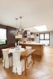 Apartamento bonito fornecido Fotografia de Stock Royalty Free