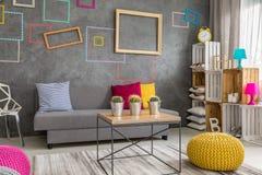 Apartamento cinzento com quadros da parede Imagens de Stock