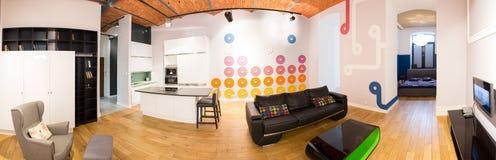 Apartamento con el espacio conectado imágenes de archivo libres de regalías