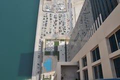 Apartamento con vista a la piscina Foto de archivo libre de regalías