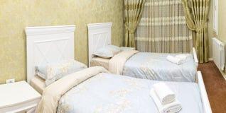 Apartamento de lujo, interior, dormitorio cómodo Fotografía de archivo libre de regalías