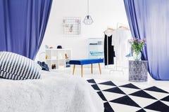 Apartamento de moda con el vestuario Imagen de archivo libre de regalías