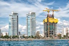 Apartamento del condominio a lo largo de la costa céntrica de Limassol chipre foto de archivo