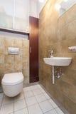 Apartamento espaçoso - banheiro imagens de stock