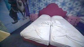 Apartamento estándar del ` s de los niños en hotel de cinco estrellas en Kranevo, Bulgaria almacen de metraje de vídeo