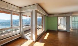 Apartamento no clássico do estilo imagens de stock royalty free