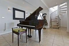 Apartamento luxuoso com um piano Fotos de Stock