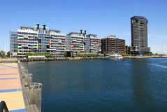 Apartamento pelo mar Fotografia de Stock Royalty Free
