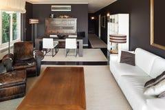 Apartamento, sala de estar cómoda fotos de archivo libres de regalías