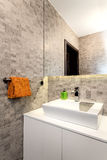 Apartamento urbano - banheiro Fotos de Stock Royalty Free