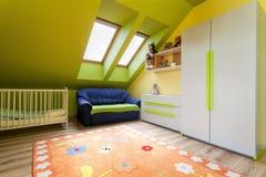 Apartamento urbano - a sala de criança fotos de stock royalty free