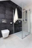Apartamento urbano - wc e chuveiro Imagem de Stock Royalty Free