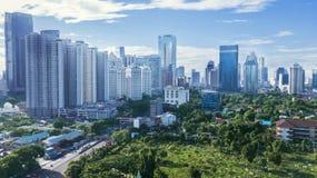 Apartamento y edificios de oficinas en el área central del distrito financiero de Jakarta Imagen de archivo libre de regalías