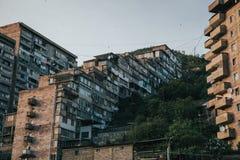 Apartamentos constructivos en una ciudad suburbana imagen de archivo libre de regalías