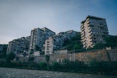 Apartamentos constructivos en una ciudad suburbana fotos de archivo libres de regalías