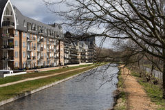 Apartamentos contemporâneos Fotos de Stock