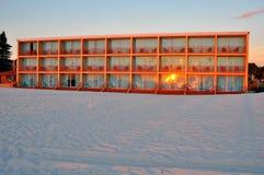 Apartamentos da praia na frente do oceano. Fotografia de Stock Royalty Free