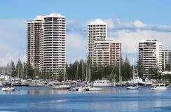 Apartamentos de Gold Coast en el río de Nerang Fotos de archivo