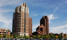 Apartamentos de Highrise en Calgary céntrica imágenes de archivo libres de regalías