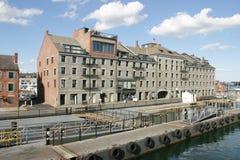 Apartamentos de la costa imagen de archivo