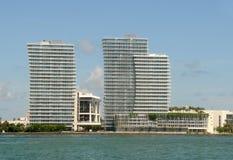 Apartamentos de la línea de costa en Miami Imagen de archivo libre de regalías
