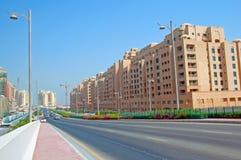 Apartamentos de la línea de la playa de la isla de Jumeirah de la palma fotografía de archivo libre de regalías