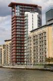 Apartamentos de la orilla, isla de perros, Londres Imágenes de archivo libres de regalías