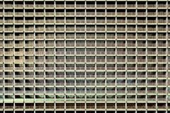 Apartamentos de mirada uniformados en una construcci?n de viviendas enorme y atestada stock de ilustración