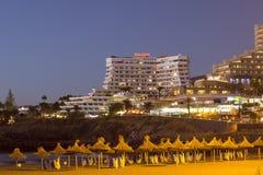 Apartamentos de Villamar Puesta del sol en la costa en el Playa de Las Ame Imagenes de archivo
