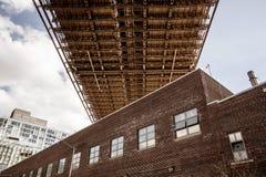 Apartamentos debaixo da ponte fotos de stock royalty free