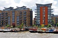 Apartamentos do beira-rio de Tamisa Foto de Stock Royalty Free