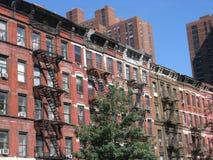 Apartamentos do estilo do cortiço, New York City Imagem de Stock