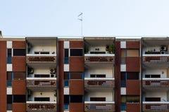 Apartamentos en la ciudad imagen de archivo libre de regalías