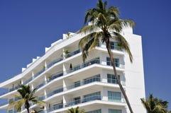 Apartamentos en la playa mexicana Fotografía de archivo libre de regalías