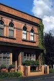 Apartamentos frente e verso do tijolo fotografia de stock
