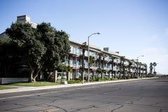 Apartamentos hermosos en la costa fotos de archivo libres de regalías