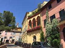 Apartamentos medievales en Santarcangelo Di Romagna Imagen de archivo libre de regalías