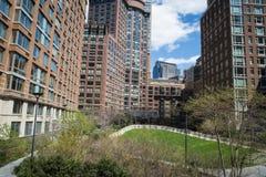 Apartamentos modernos com ajardinar natural Imagem de Stock