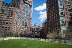 Apartamentos modernos com ajardinar natural Foto de Stock Royalty Free