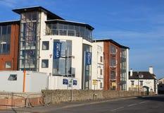 Apartamentos modernos do beira-mar sob a construção Fotografia de Stock Royalty Free