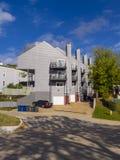 Apartamentos na vizinhança de Riverview em Tulsa - TULSA - OKLAHOMA - 17 de outubro de 2017 Fotos de Stock Royalty Free